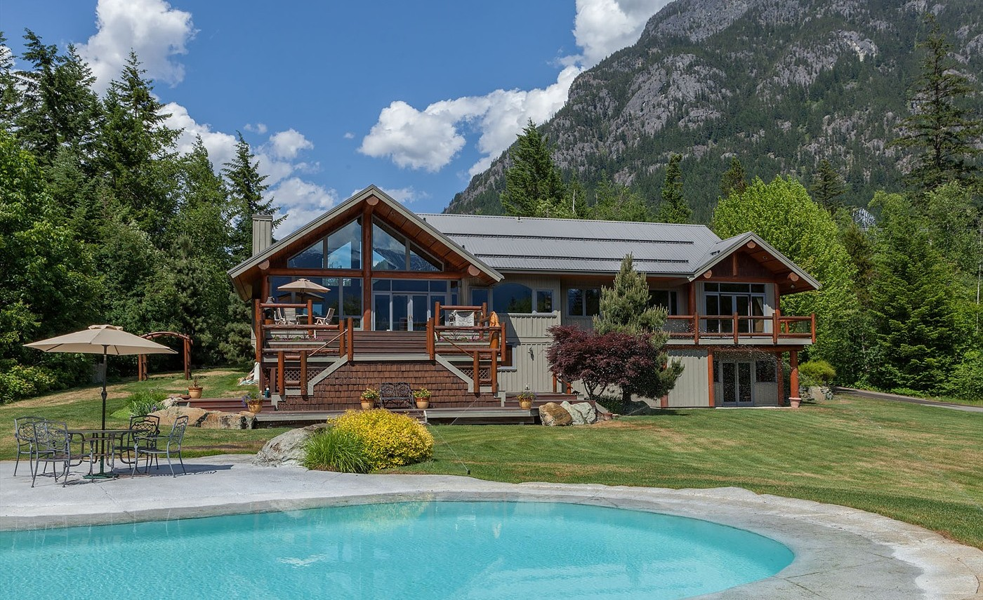 where to live in pemberton